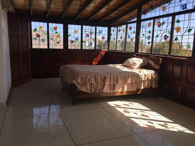 Casa Vargas>El Junquito-Vargas>El Junko Country Club - Venta:160.000 Precio Referencial - codigo: 19-1942
