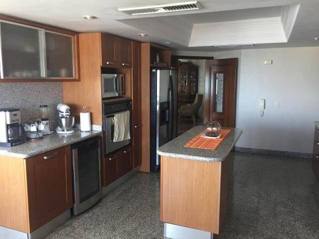 Apartamento Zulia>Maracaibo>Avenida El Milagro - Venta:400.000 Precio Referencial - codigo: 19-1974