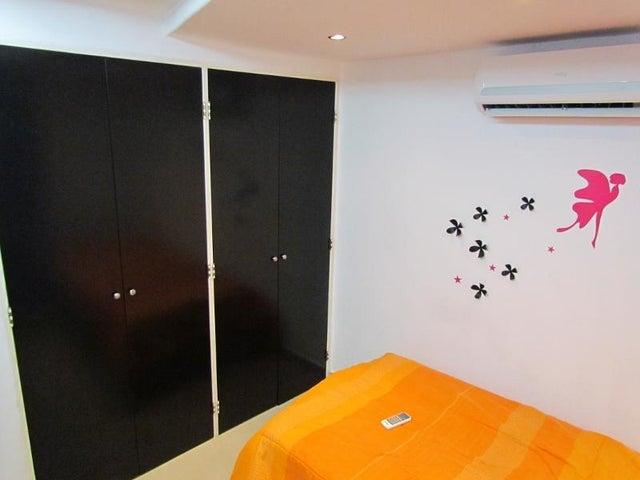 Apartamento Vargas>Parroquia Caraballeda>La Llanada - Venta:80.000 Precio Referencial - codigo: 19-2013