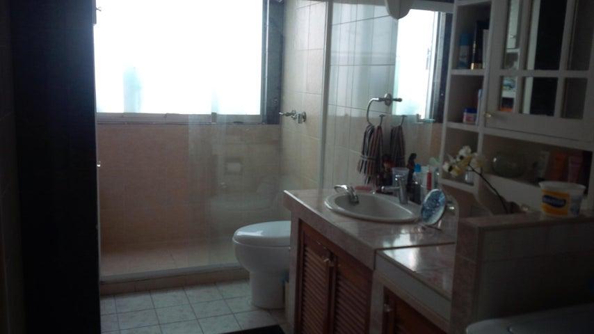 Apartamento Distrito Metropolitano>Caracas>Los Rosales - Venta:22.000 Precio Referencial - codigo: 19-2062