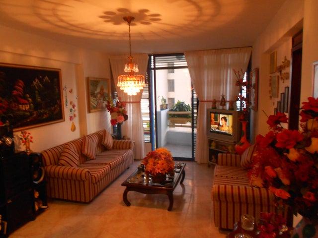 Apartamento Vargas>Catia La Mar>Playa Grande - Venta:50.000 Precio Referencial - codigo: 19-2068