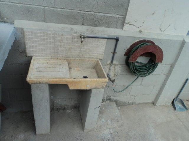 Galpon - Deposito Lara>Cabudare>Parroquia Agua Viva - Venta:60.000 Precio Referencial - codigo: 19-2083
