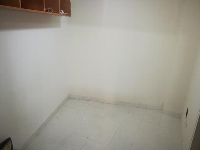 Apartamento Distrito Metropolitano>Caracas>Campo Alegre - Alquiler:2.700 US Dollar - codigo: 19-2095