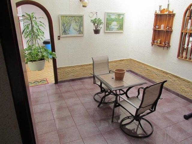 Casa Distrito Metropolitano>Caracas>Vista Alegre - Venta:240.000 Precio Referencial - codigo: 19-2109