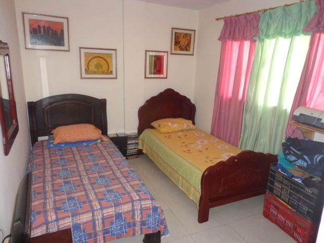 Apartamento Aragua>La Victoria>Centro - Venta:18.000 Precio Referencial - codigo: 19-2110