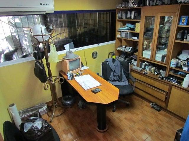 Galpon - Deposito Distrito Metropolitano>Caracas>Antimano - Venta:1.000.000 Precio Referencial - codigo: 19-2119