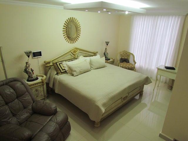 Casa Distrito Metropolitano>Caracas>Prados del Este - Venta:800.000 Precio Referencial - codigo: 19-2125