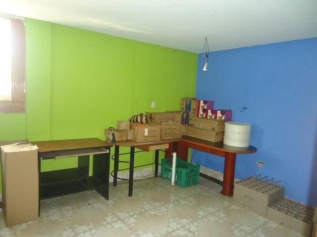 Local Comercial Vargas>Catia La Mar>La Atlantida - Venta:3.100.000 Precio Referencial - codigo: 19-2153