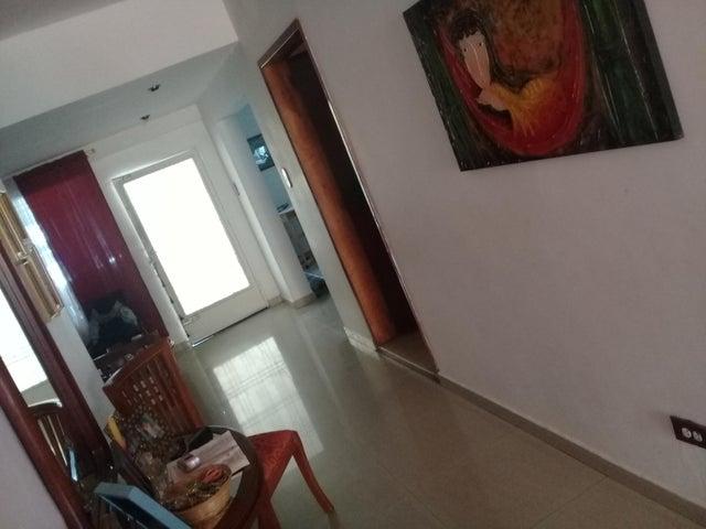 Casa Aragua>Maracay>Las Acacias - Venta:28.500 Precio Referencial - codigo: 19-2234