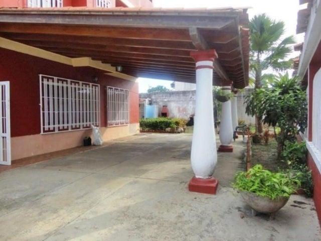 Casa Miranda>Higuerote>Ciudad Balneario Higuerote - Venta:30.000 Precio Referencial - codigo: 19-2236