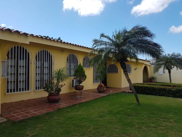 Casa Falcon>Coro>Sector San Bosco - Venta:65.000 Precio Referencial - codigo: 19-2235