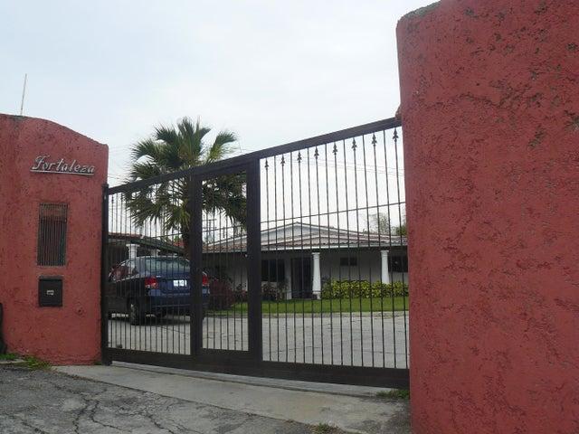 Casa Distrito Metropolitano>Caracas>Oripoto - Venta:280.000 Precio Referencial - codigo: 19-2253