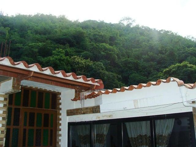 Casa Miranda>Guatire>Valle Arriba - Venta:25.700 Precio Referencial - codigo: 19-2382