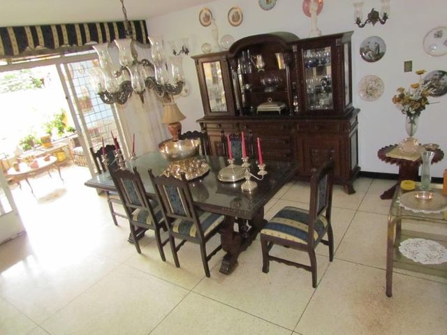 Casa Distrito Metropolitano>Caracas>El Marques - Venta:110.000 Precio Referencial - codigo: 19-2410