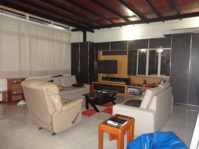 Townhouse Aragua>Maracay>La Floresta - Venta:320.000 Precio Referencial - codigo: 19-4353