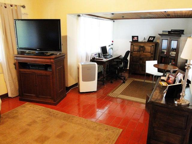 Casa Distrito Metropolitano>Caracas>Prados del Este - Venta:580.000 Precio Referencial - codigo: 19-2544