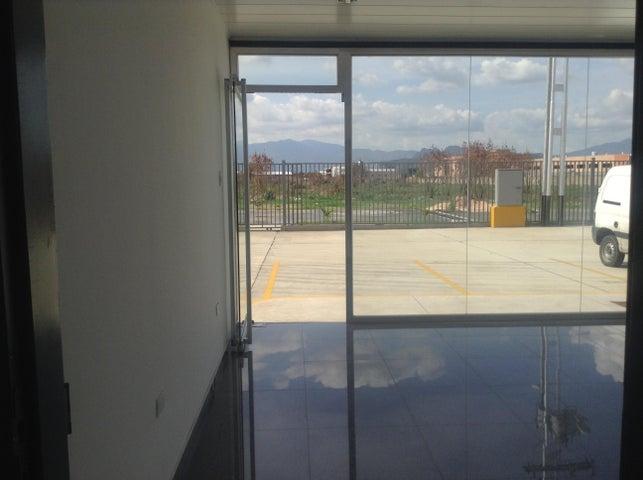 Galpon - Deposito Carabobo>Valencia>Zona Industrial - Venta:650.000 Precio Referencial - codigo: 19-2561