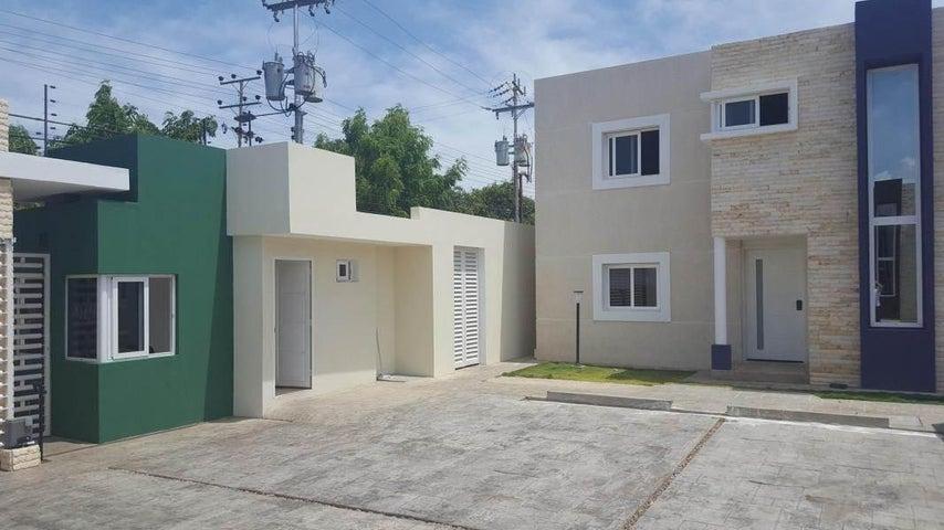 Casa Falcon>Coro>Sector Los Orumos - Venta:45.000 Precio Referencial - codigo: 19-2614