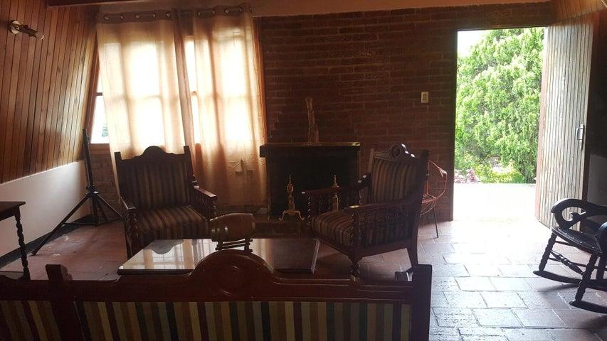 Casa Trujillo>La Puerta>Valle Verde - Venta:50.000 Precio Referencial - codigo: 19-2672