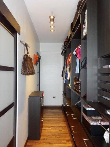 Townhouse Distrito Metropolitano>Caracas>La Boyera - Venta:255.000 Precio Referencial - codigo: 19-2689