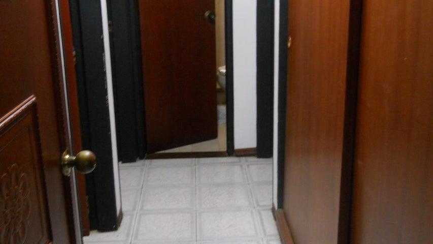 Apartamento Distrito Metropolitano>Caracas>Terrazas del Avila - Venta:175.000 Precio Referencial - codigo: 19-2743