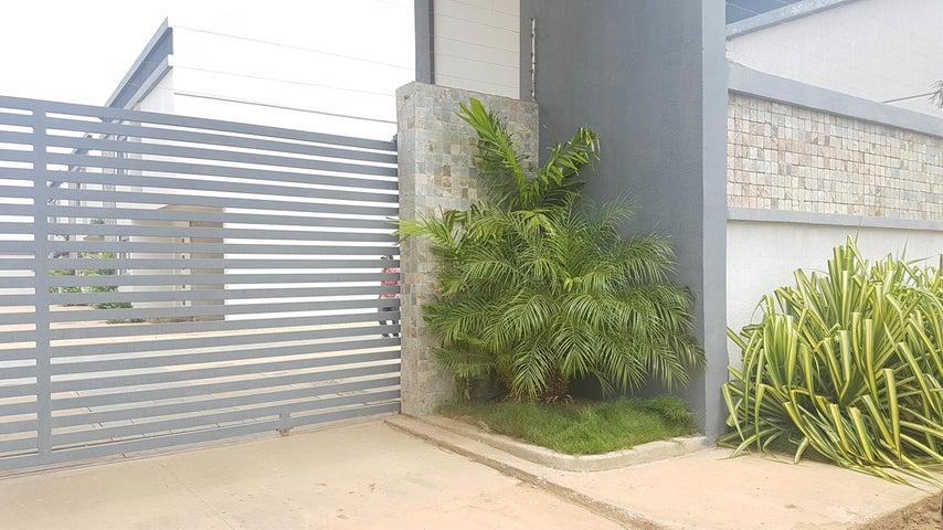 Casa Falcon>Coro>Sector La Floresta - Venta:60.000 Precio Referencial - codigo: 19-2750