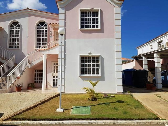 Apartamento Falcon>Coro>Sector La Floresta - Venta:27.000 Precio Referencial - codigo: 19-3486