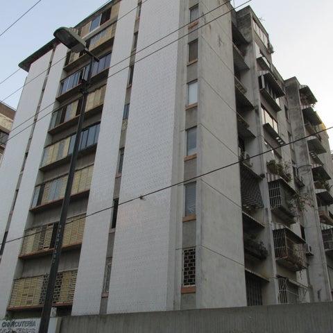 Apartamento Distrito Metropolitano>Caracas>Los Palos Grandes - Alquiler:370 US Dollar - codigo: 19-2879