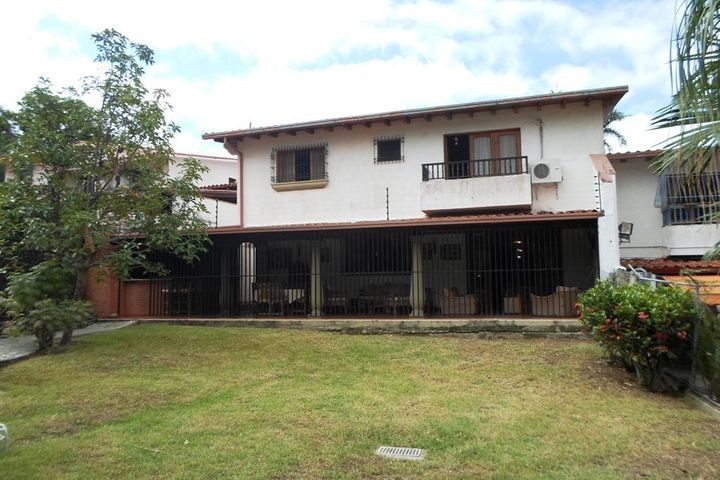 Casa Distrito Metropolitano>Caracas>Colinas de Santa Monica - Venta:360.000 Precio Referencial - codigo: 19-2928