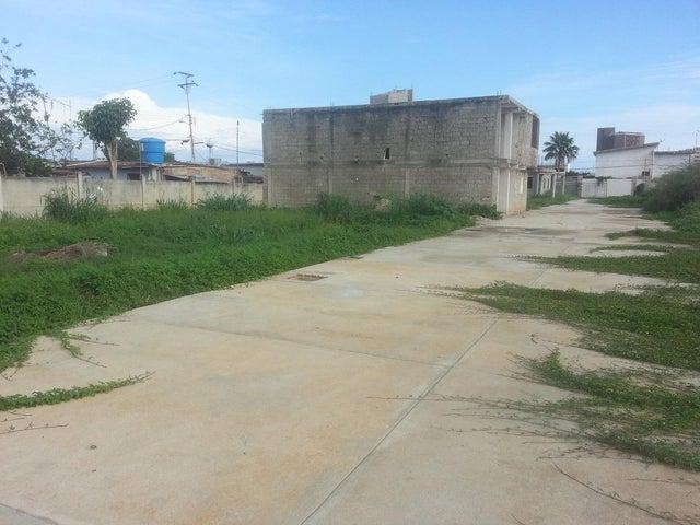 Terreno Zulia>Ciudad Ojeda>Calle Piar - Venta:2.000 Precio Referencial - codigo: 19-2956