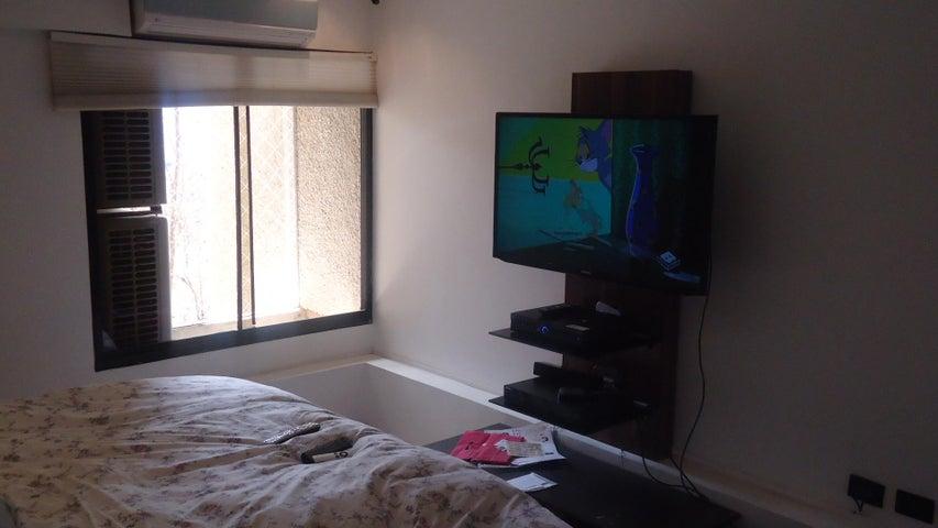 Apartamento Distrito Metropolitano>Caracas>Los Naranjos del Cafetal - Venta:390.000 Precio Referencial - codigo: 19-2982