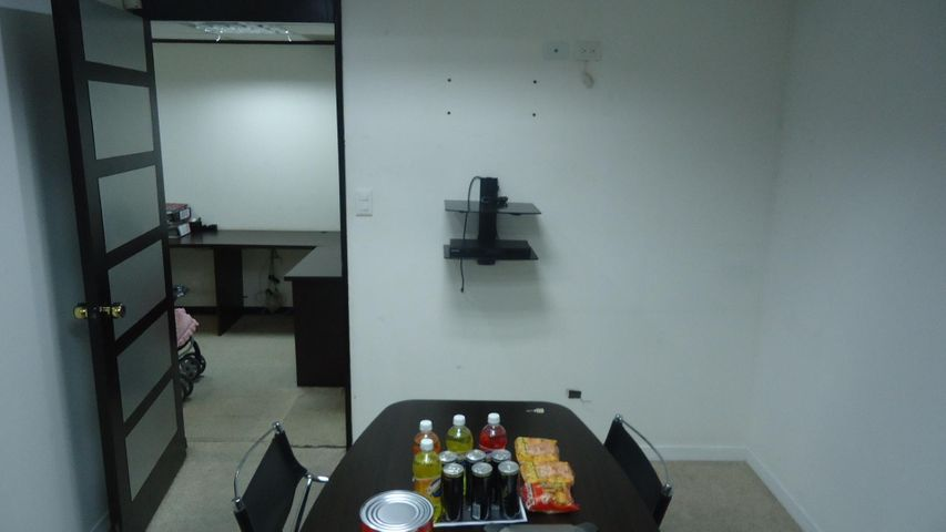 Oficina Distrito Metropolitano>Caracas>Macaracuay - Venta:120.000 Precio Referencial - codigo: 19-2996