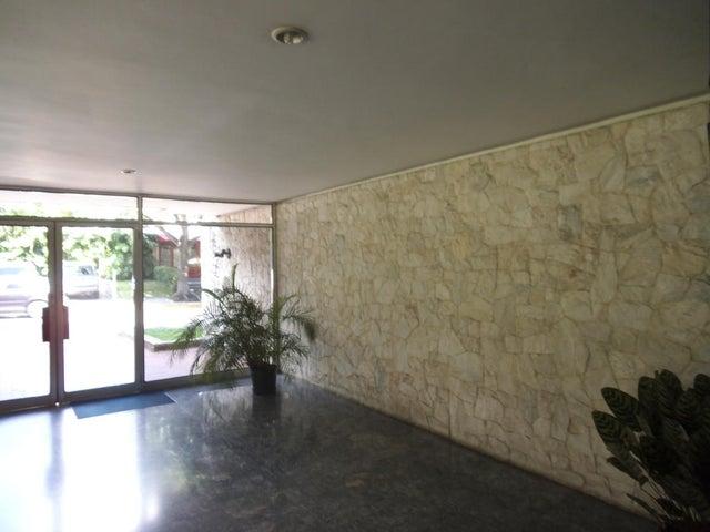 Apartamento Distrito Metropolitano>Caracas>Altamira - Venta:170.000 Precio Referencial - codigo: 19-3021