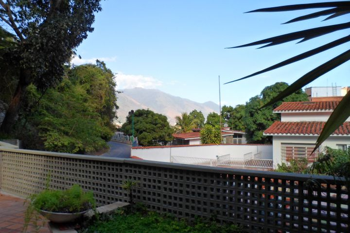 Casa Distrito Metropolitano>Caracas>Colinas de Bello Monte - Venta:115.000 Precio Referencial - codigo: 19-3040
