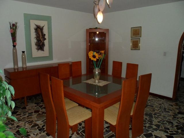 Casa Distrito Metropolitano>Caracas>Macaracuay - Venta:300.000 Precio Referencial - codigo: 19-3053