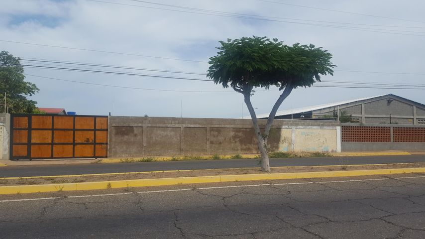 Casa Zulia>Santa Rita>Via Principal - Venta:20.000 Precio Referencial - codigo: 19-3058