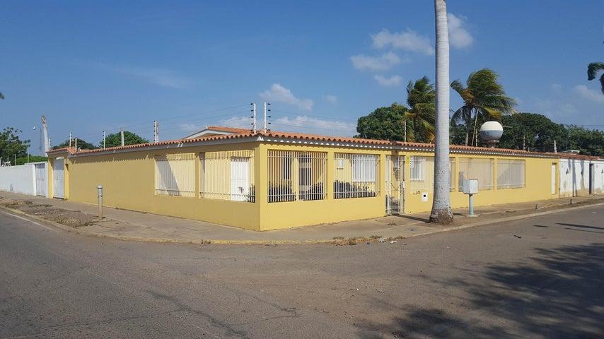 Casa Falcon>Coro>Centro - Venta:70.000 Precio Referencial - codigo: 19-3062