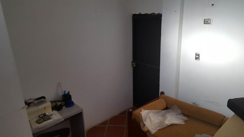 Galpon - Deposito Falcon>Cumarebo>Centro - Venta:3.800 Precio Referencial - codigo: 19-3076