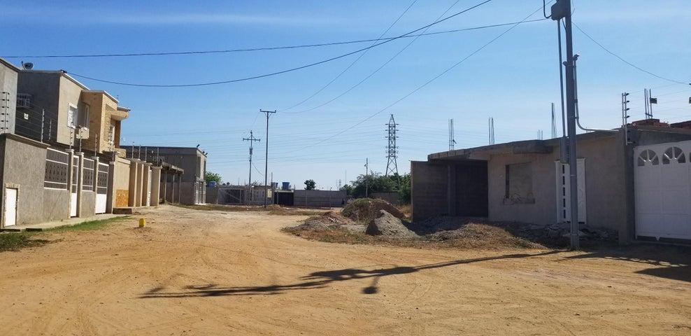 Terreno Zulia>Ciudad Ojeda>Barrio Libertad - Venta:2.000 Precio Referencial - codigo: 19-3092