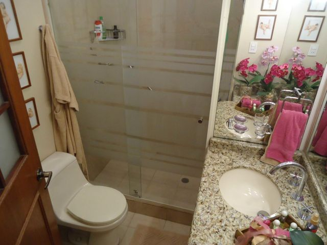 Casa Distrito Metropolitano>Caracas>Colinas de La California - Venta:280.000 Precio Referencial - codigo: 19-3113