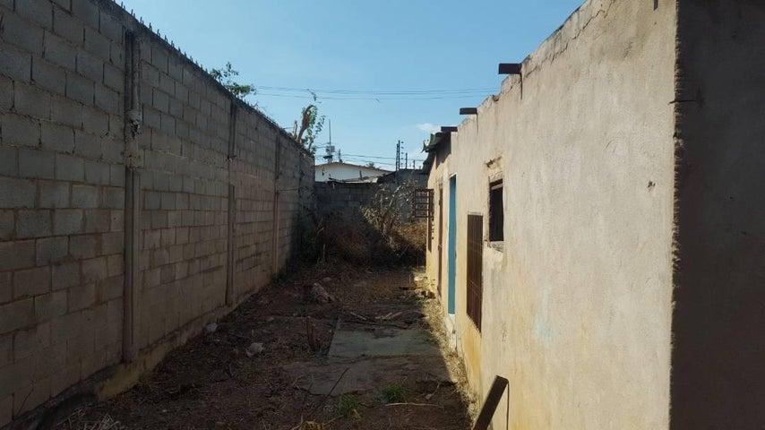 Terreno Zulia>Ciudad Ojeda>Avenida Vargas - Venta:3.500 Precio Referencial - codigo: 19-3121