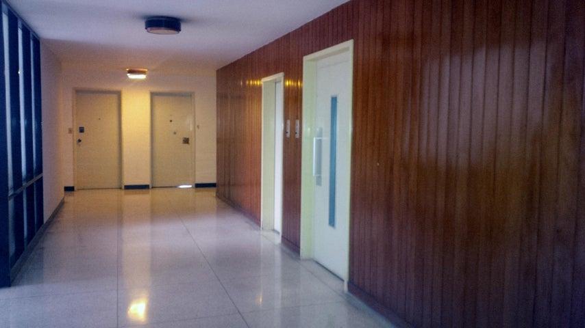 Apartamento Distrito Metropolitano>Caracas>Campo Alegre - Venta:365.000 Precio Referencial - codigo: 19-3135