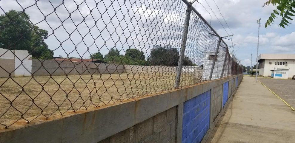 Terreno Zulia>Ciudad Ojeda>La N - Venta:15.000 Precio Referencial - codigo: 19-3143