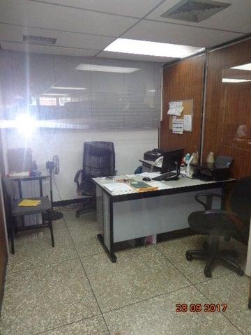 Local Comercial Distrito Metropolitano>Caracas>La Trinidad - Alquiler:2.000 Precio Referencial - codigo: 19-3273