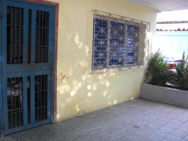 Local Comercial Falcon>Coro>Av los Medanos - Venta:55.000 Precio Referencial - codigo: 19-3287