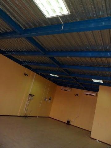 Local Comercial Anzoategui>Barcelona>Zona Industrial Los Mesones - Venta:30.000 Precio Referencial - codigo: 19-3390