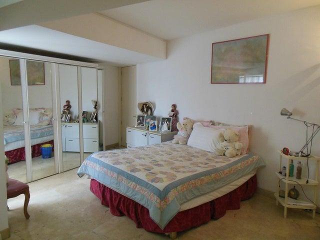 Apartamento Distrito Metropolitano>Caracas>La Florida - Venta:95.000 Precio Referencial - codigo: 19-4210