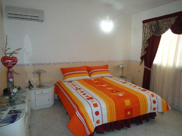 Casa Lara>Barquisimeto>La Rosaleda - Venta:150.000 Precio Referencial - codigo: 19-3520