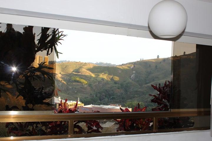 Apartamento Distrito Metropolitano>Caracas>Lomas de Prados del Este - Venta:75.000 Precio Referencial - codigo: 19-3565