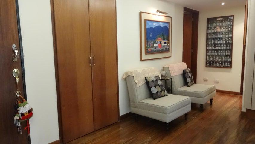 Townhouse Distrito Metropolitano>Caracas>Monte Claro - Venta:70.000 Precio Referencial - codigo: 19-3560